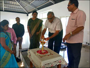 Dr. Madan Gulati Former Deputy Director Ayush Chandigarh being honoured by Dr. Sankaran Namboodiri - Medical Superintendent (Arya Vaidya Sala Kottakkal Ayurvedic Hospital, Baddi)