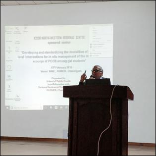 Dr Madan Gulati delivering a Lecture