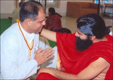 Dr. Vikram Chauhan Taking Blessing of Yoga Guru Baba Ramdev