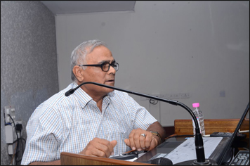 Dr. Madan Gulati delivering a Lecture on Demedicalzation of treatment of PCOS at PGIMER Chandigarh on 21st September 2017.