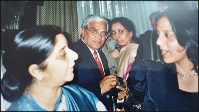 Dr. Meenakshi Chauhan interacting with Late Mrs. Sushma Swaraj at Ayurveda Conference in Switzerland