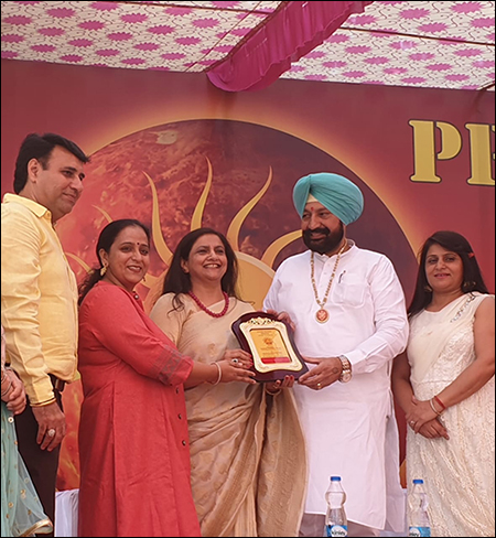 Dr. Meenakshi Chauhan rewarded by Sh. Balbir Singh Sidhu (Hon'ble Minister, Health & Family Welfare Punjab)